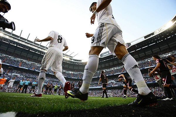 AUGUST 29, 2009 - Football : Kaka and Cristiano Ronaldo of Real Madrid enter the pitch before the La Liga match between Real Madrid and Deportivo La Coruna at the Santiago Bernabeu stadium on August 29, 2009 in Madrid, Spain. (Photo by Tsutomu Takasu)